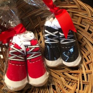 Mud Pie newborn baby socks - fits 0-12  mos NEW